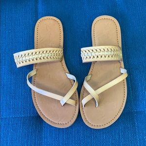 *NEW Universal Thread Goods Co. Sandal Size 8